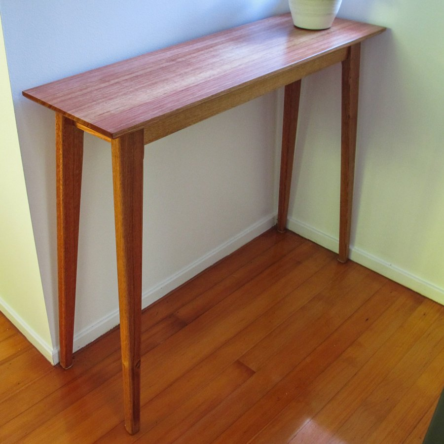 Kevin-Hart-hall-table