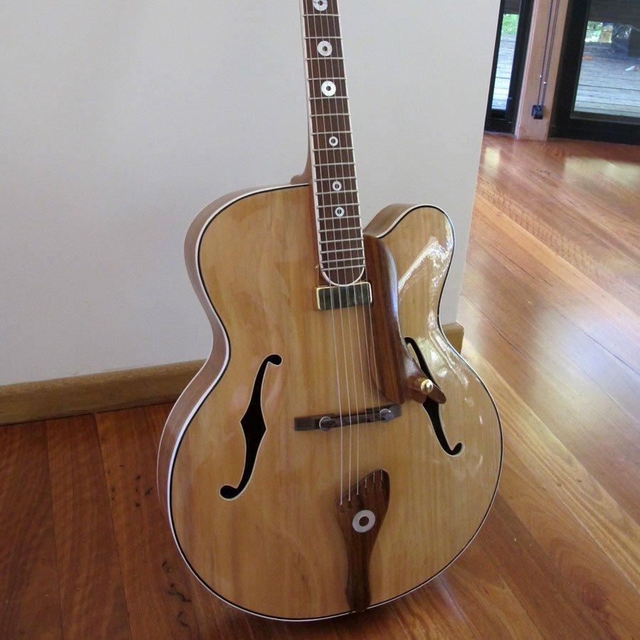 Phillip-GibsonArch-type-guitar
